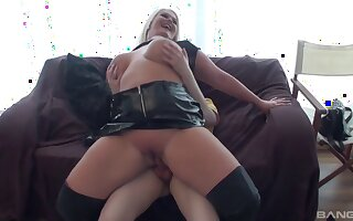 Cock hungry blonde wed Sindy Strutt spreads her hands to be fucked