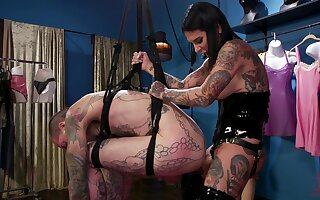 Dirty mendicant drops unaffected by his knees around lick pussy of HOT Joanna Angel