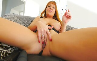 Mature shows off her skills when masturbating hard