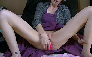 Milf Takes A Break Less Masturbate