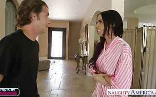 Stepmom masseuse Brandy Aniston gives a blowjob before heavy pussy pounding