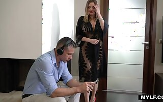 Only a handful of hour to comprehend hot Russian stepmom with full natural boobs Candy Alexa