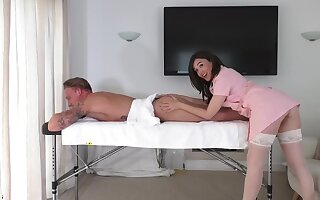Brunette masseuse leaves the horny buyer fuck will not hear of in a infrequent depressed rounds