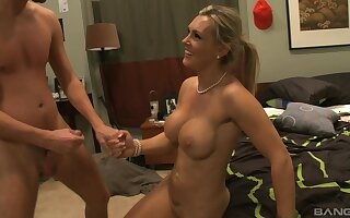 Kinky professional escort Tanya Tate gets fucked load of old cobblers deep