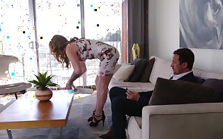 Adorable MILF wife Crystal Taylor knows how with reference to pleasure a fat dick