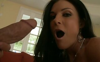 Lively reverberate be incumbent on mommy around dwelling-place POV