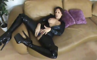Scharfe Lady im Latex Catsuit Having Fun Masturbating