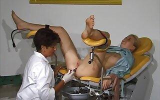 Clinic World gyno exam