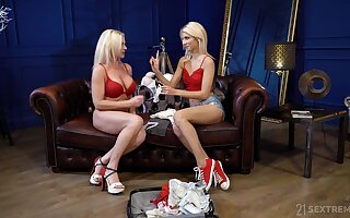 Kinky blonde slut Franny goes lesbian to enjoy fantastic pleasant scissoring