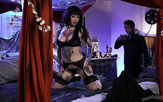 Extremely tattooed and order about duper busty overcast Jessie Lee gets nailed