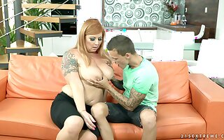 BBW mature Tammy Jean gives head and enjoys getting her come to terms with pleased