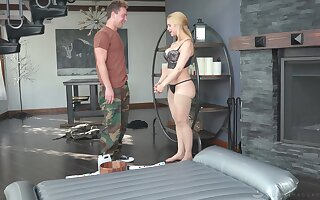 Curvy MILF masseuse uses a shy man's dick for realizing ultimate pleasure