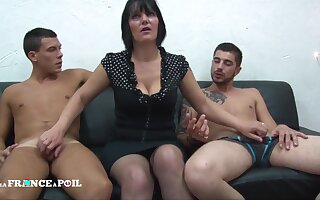 MMF Greedy full-grown mommy with big titties doing handjob Amateur threesome