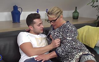 Kim Forefront Dyke The Mature MILF with Young unearth