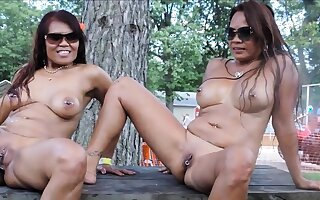 Filipino sisters Nudes a Poppin 2016 decoration 2
